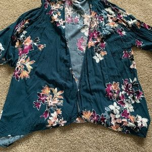 !!!NEW!!! BNWOT! maurices Floral Kimono